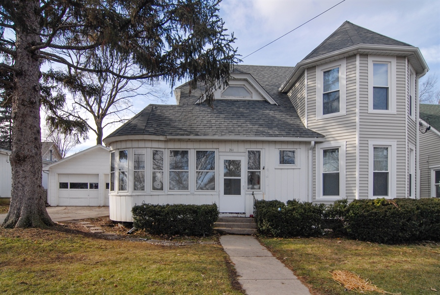 Real Estate Photography - 211 Prairie, Batavia, IL, 60510 - Front View