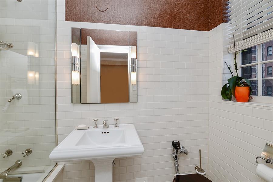 Real Estate Photography - 1120 N. Lakeshore Drive, 2B, Chicago, IL, 60611 - 2nd Bath En-suite