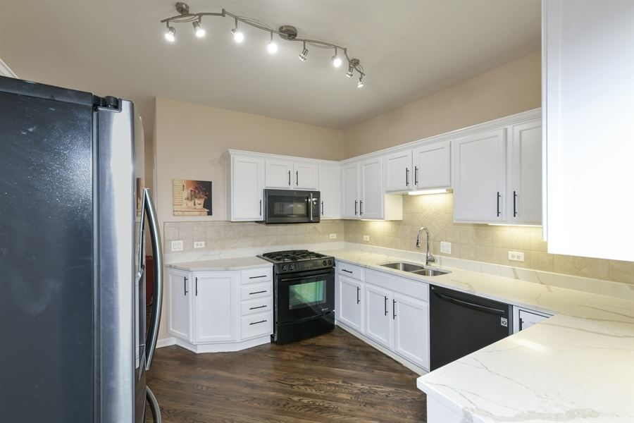 Real Estate Photography - 4115 Stableford, Naperville, IL, 60564 - Kitchen