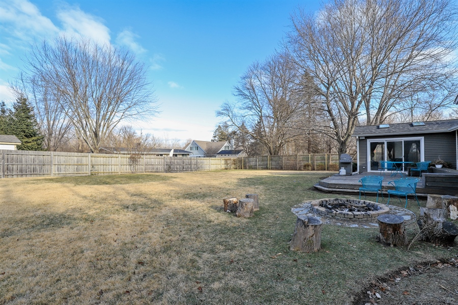 Real Estate Photography - 715 Burris Ave, Lake Bluff, IL, 60044 - Back Yard