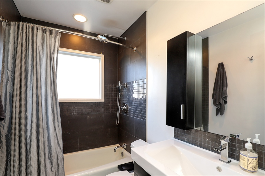 Real Estate Photography - 715 Burris Ave, Lake Bluff, IL, 60044 - Bathroom