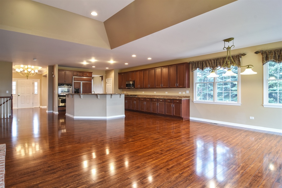 Real Estate Photography - 28 Championship Pkwy, Hawthorn Woods, IL, 60047 - Location 1