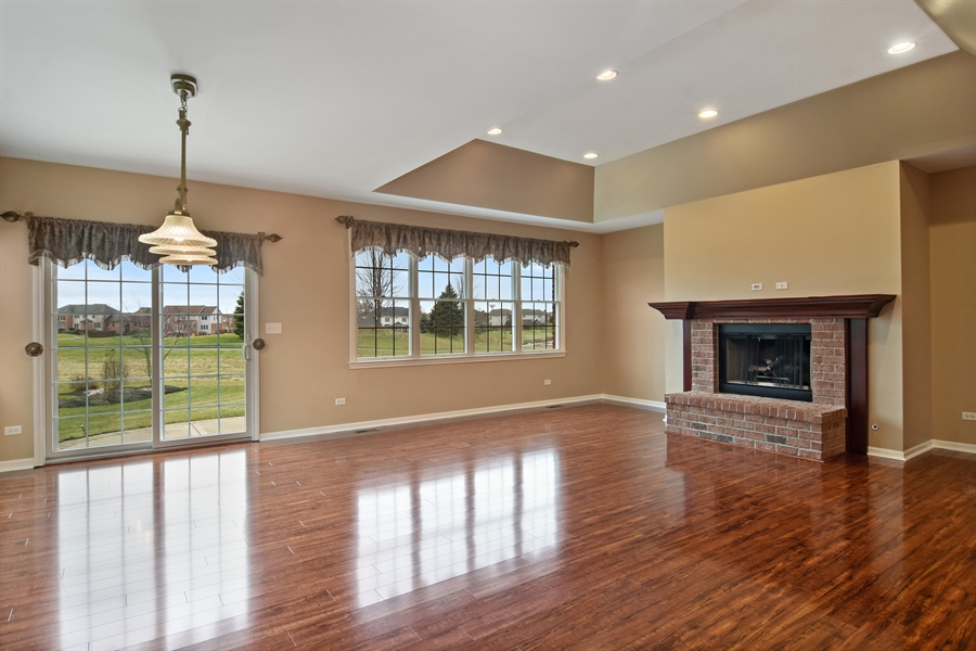 Real Estate Photography - 28 Championship Pkwy, Hawthorn Woods, IL, 60047 - Living Room