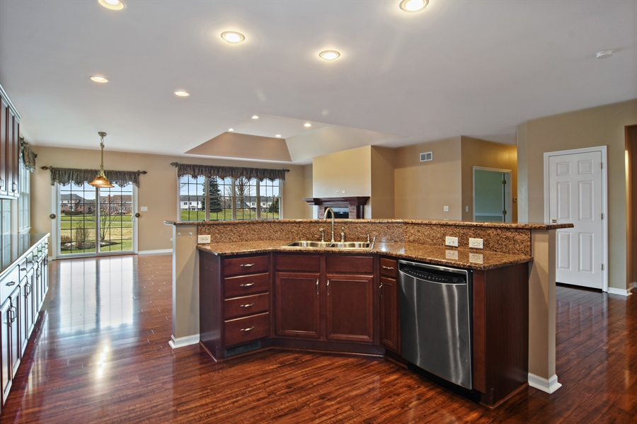 Real Estate Photography - 28 Championship Pkwy, Hawthorn Woods, IL, 60047 - Kitchen