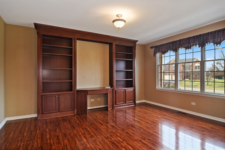 Real Estate Photography - 28 Championship Pkwy, Hawthorn Woods, IL, 60047 - Study
