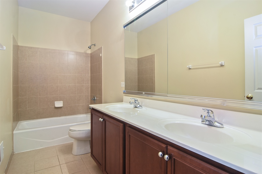 Real Estate Photography - 28 Championship Pkwy, Hawthorn Woods, IL, 60047 - Bathroom