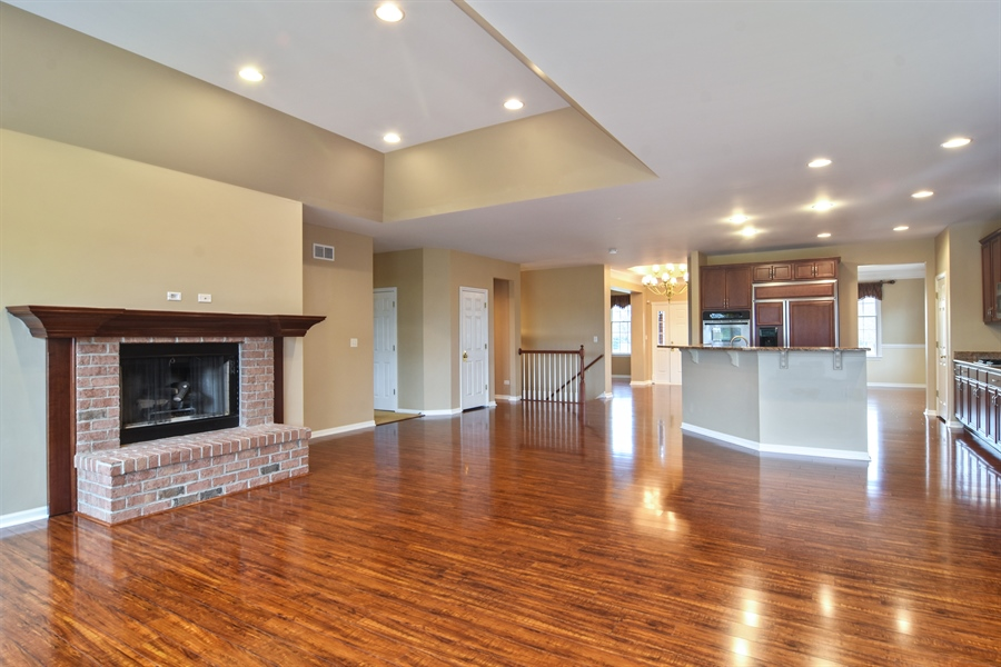 Real Estate Photography - 28 Championship Pkwy, Hawthorn Woods, IL, 60047 - Family Room / Kitchen