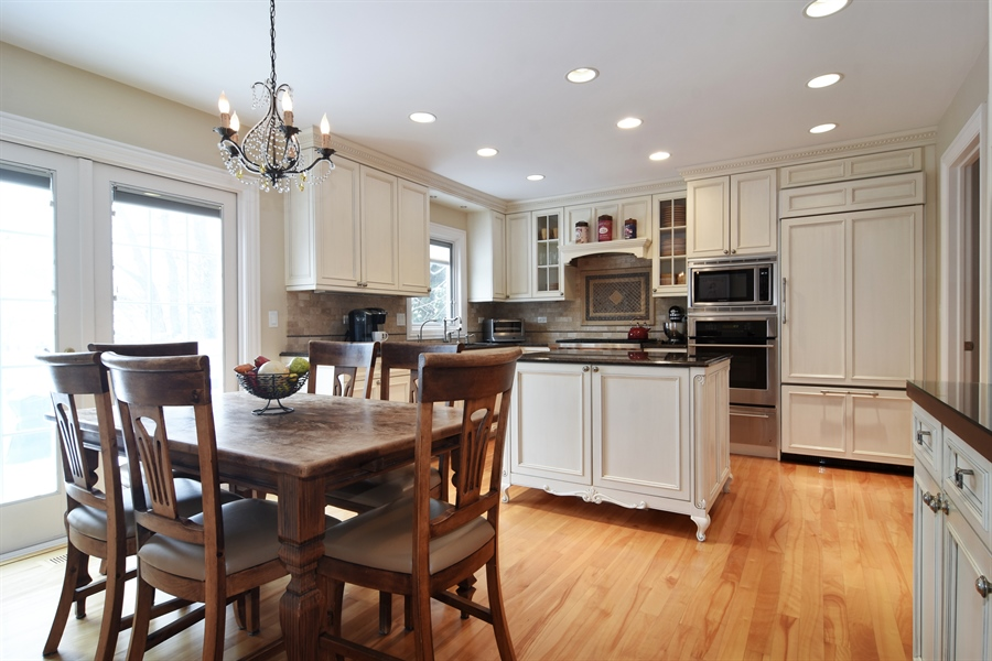 Real Estate Photography - 475 Newtown Drive, Buffalo Grove, IL, 60089 - Kitchen / Breakfast Room