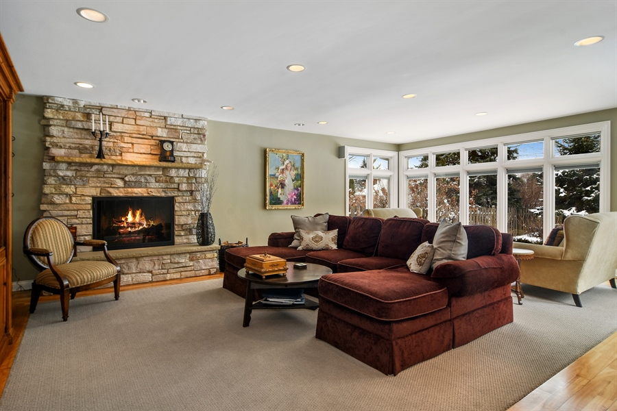 Real Estate Photography - 475 Newtown Drive, Buffalo Grove, IL, 60089 - Family Room