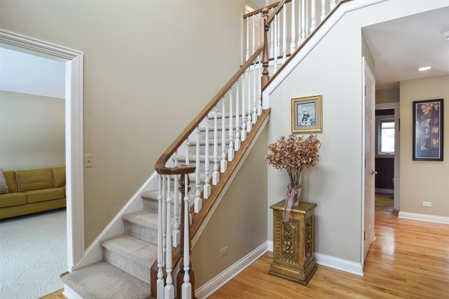 Real Estate Photography - 475 Newtown Drive, Buffalo Grove, IL, 60089 - Foyer
