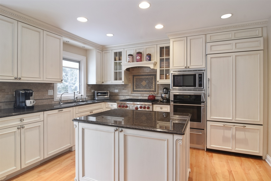 Real Estate Photography - 475 Newtown Drive, Buffalo Grove, IL, 60089 - Kitchen