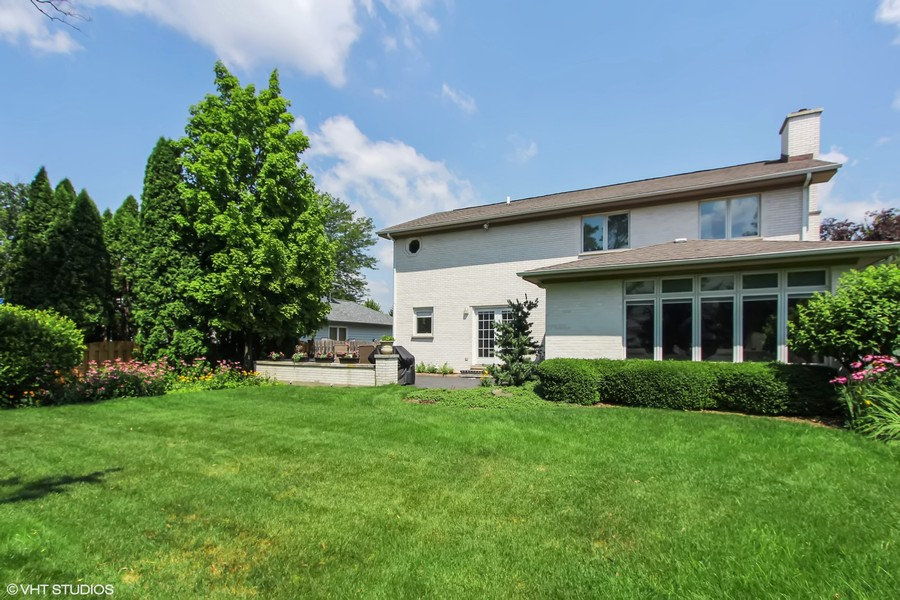 Real Estate Photography - 475 Newtown Drive, Buffalo Grove, IL, 60089 -