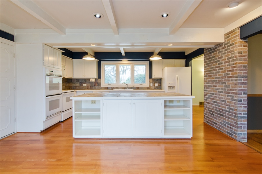 Real Estate Photography - 111 Beverly Rd, Barrington, IL, 60010 - Kitchen
