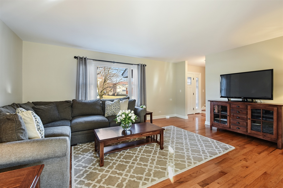 Real Estate Photography - 339 E Russell St, Barrington, IL, 60010 - Living Room