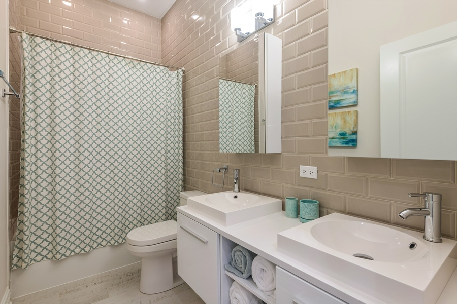 Real Estate Photography - 2639 W Medill Ave, Chicago, IL, 60647 - 2nd Bathroom