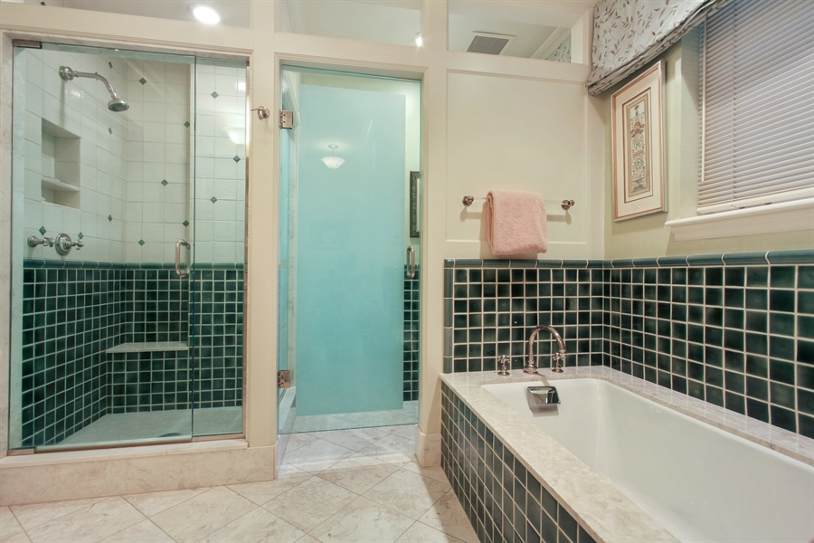 Real Estate Photography - 1530 N State Pkwy, Unit 3, Chicago, IL, 60610 - Second Bath