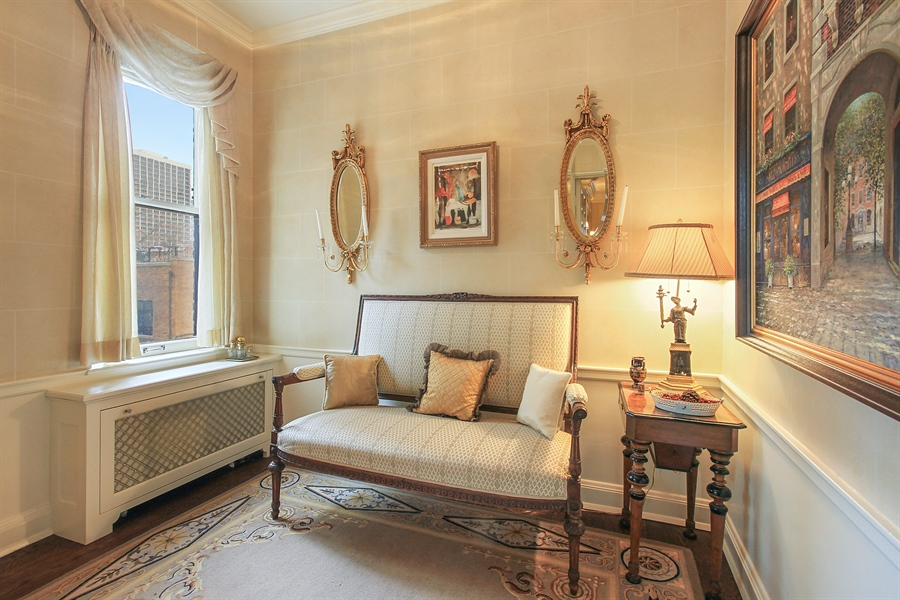 Real Estate Photography - 1530 N State Pkwy, Unit 3, Chicago, IL, 60610 - Sitting Room