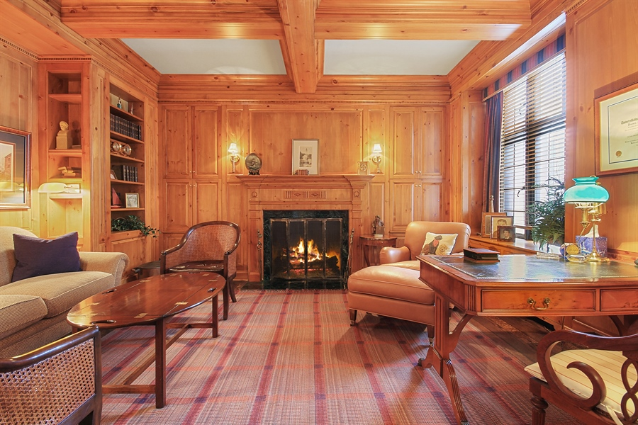 Real Estate Photography - 1530 N State Pkwy, Unit 3, Chicago, IL, 60610 - Library