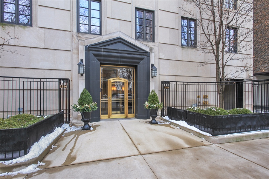 Real Estate Photography - 1530 N State Pkwy, Unit 3, Chicago, IL, 60610 - Front View