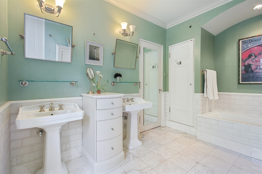 Real Estate Photography - 1530 N State Pkwy, Unit 3, Chicago, IL, 60610 - Master Bath