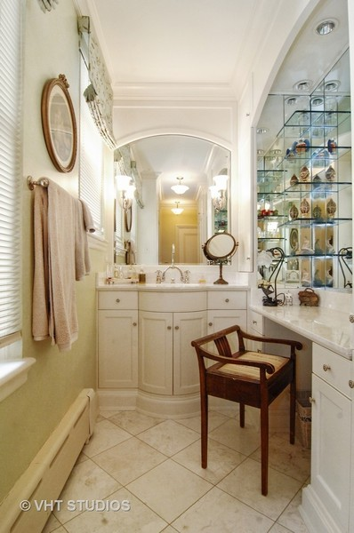 Real Estate Photography - 1530 N State Pkwy, Unit 3, Chicago, IL, 60610 - Vanity Area