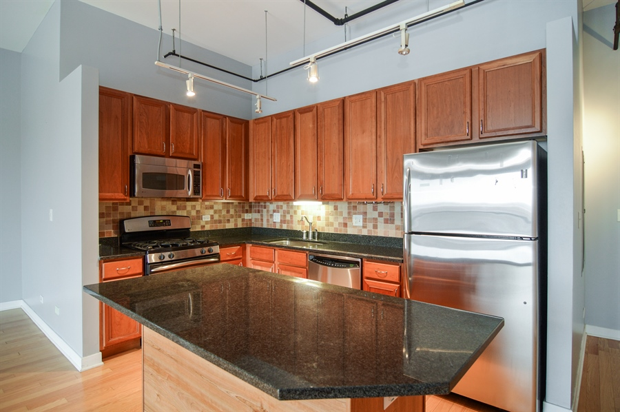 Real Estate Photography - 833 W 15th Pl, Unit 907, Chicago, IL, 60608 - Kitchen