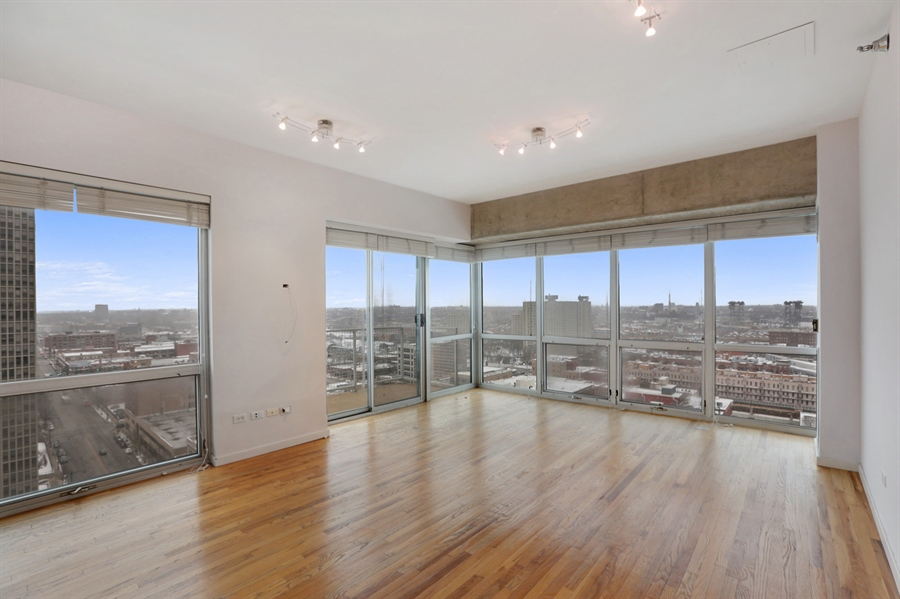 Real Estate Photography - 1845 S Michigan, Unit 2005, Chicago, IL, 60616 - Living Room