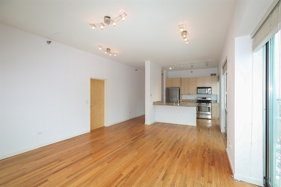 Real Estate Photography - 1845 S Michigan, Unit 2005, Chicago, IL, 60616 - Kitchen / Living Room