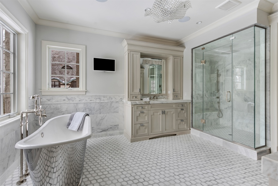 Real Estate Photography - 790 Prospect Ave, Winnetka, IL, 60093 - Master Bathroom