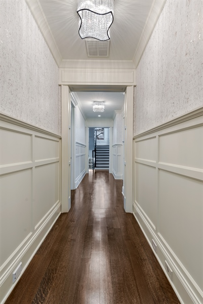 Real Estate Photography - 790 Prospect Ave, Winnetka, IL, 60093 - 2nd Floor Corridor
