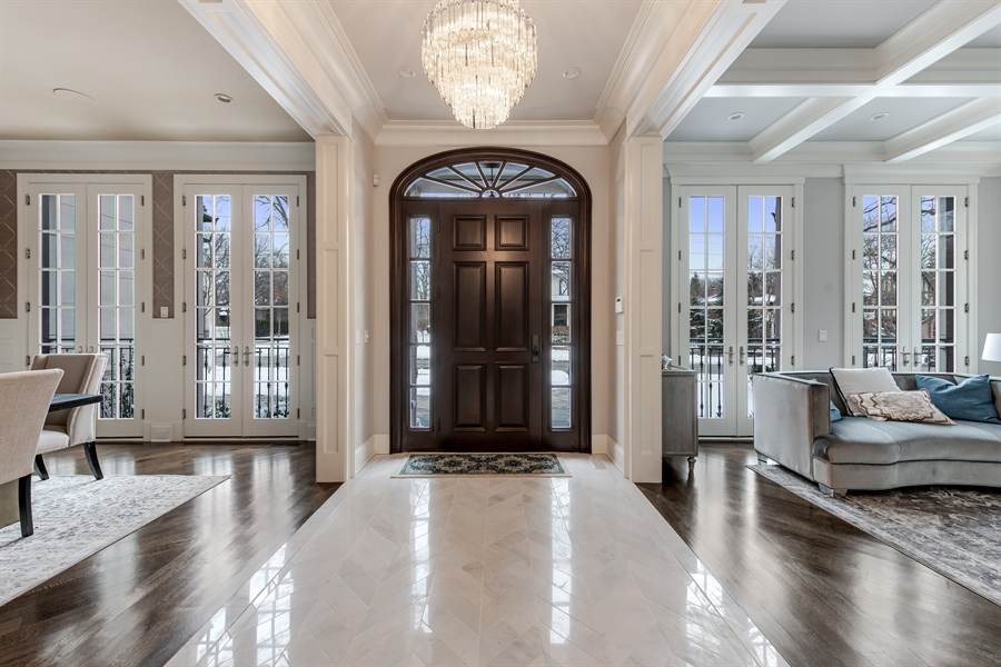 Real Estate Photography - 790 Prospect Ave, Winnetka, IL, 60093 - Foyer