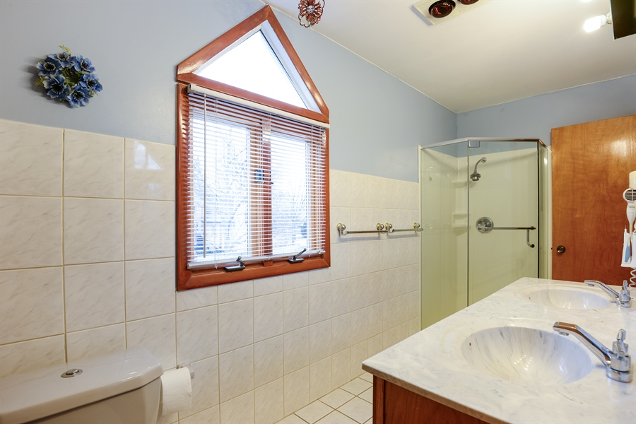 Real Estate Photography - 3534 Forest Ave, Wilmette, IL, 60091 - Master Bathroom