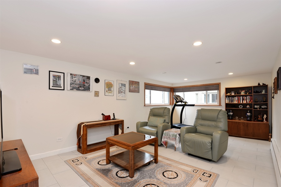 Real Estate Photography - 3534 Forest Ave, Wilmette, IL, 60091 - Family Room