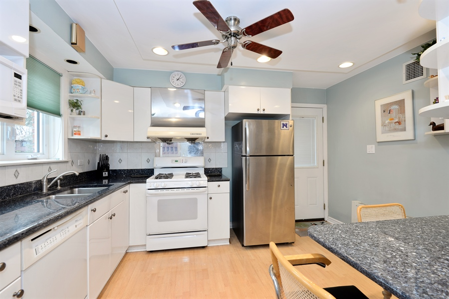 Real Estate Photography - 3534 Forest Ave, Wilmette, IL, 60091 - Kitchen