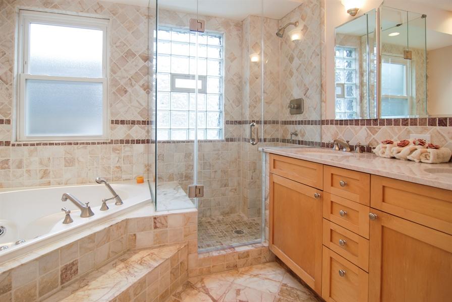 Real Estate Photography - 413 N Marion Ave, Oak Park, IL, 60302 - Master Bathroom