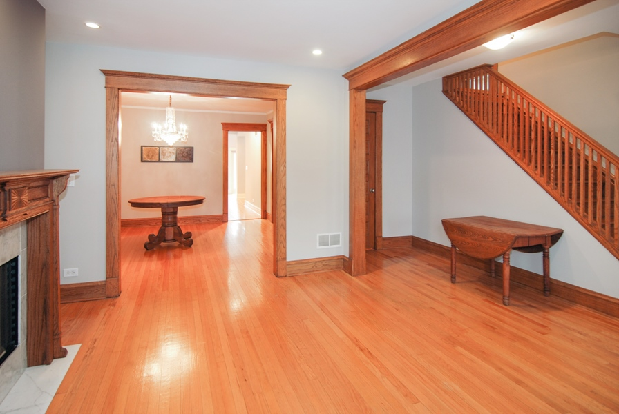 Real Estate Photography - 413 N Marion Ave, Oak Park, IL, 60302 - Foyer