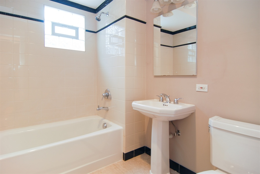Real Estate Photography - 413 N Marion Ave, Oak Park, IL, 60302 - 2nd Floor Hall Bath