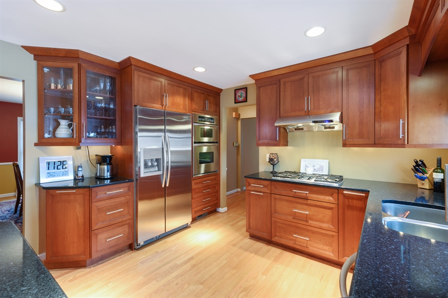 Real Estate Photography - 2014 N Pinetree Dr, Arlington Heights, IL, 60004 - Kitchen