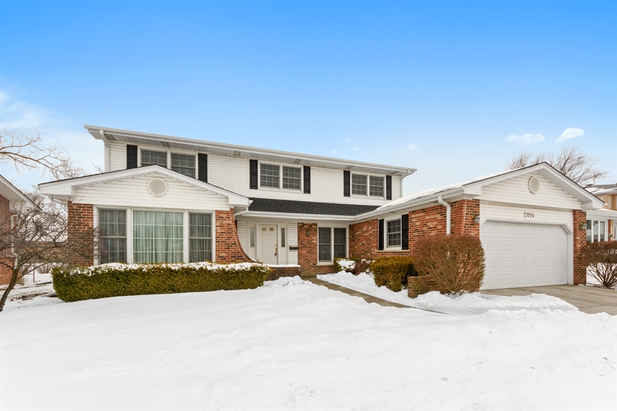 Real Estate Photography - 2014 N Pinetree Dr, Arlington Heights, IL, 60004 - Front View