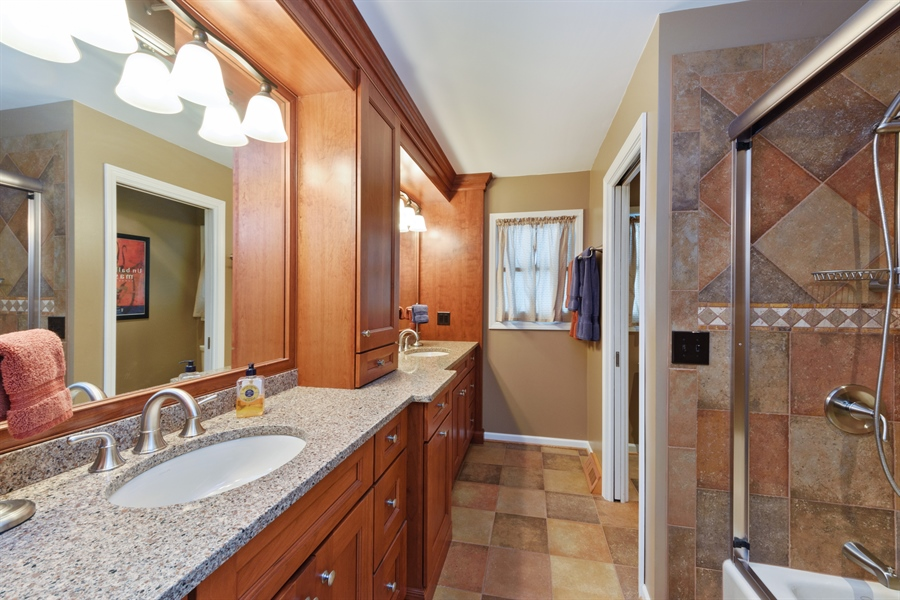 Real Estate Photography - 2014 N Pinetree Dr, Arlington Heights, IL, 60004 - 2nd Bathroom