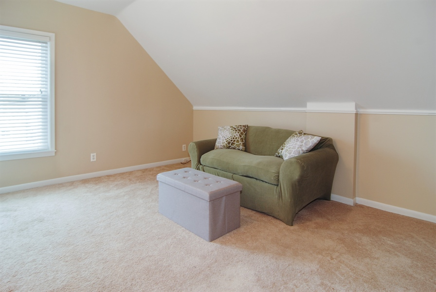 Real Estate Photography - 200 Lathrop Ave, Forest Park, IL, 60130 - Den