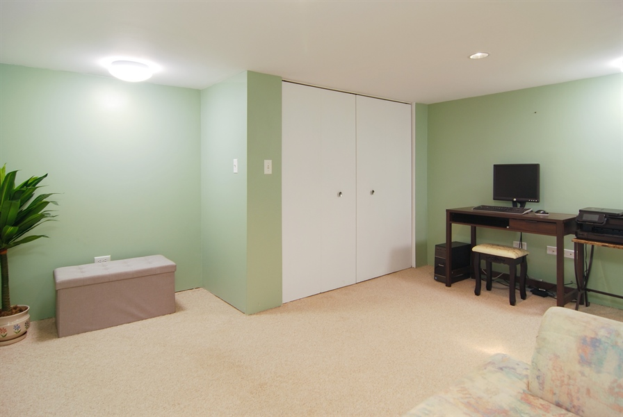 Real Estate Photography - 200 Lathrop Ave, Forest Park, IL, 60130 - Office