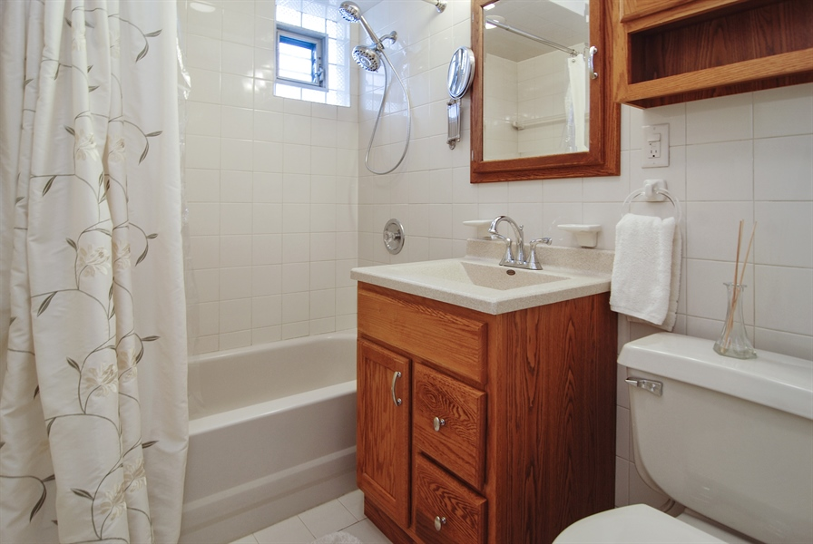 Real Estate Photography - 200 Lathrop Ave, Forest Park, IL, 60130 - Bathroom