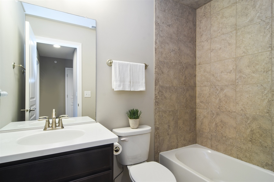 Real Estate Photography - 3197 Coral Lane, Glenview, IL, 60026 - Bathroom