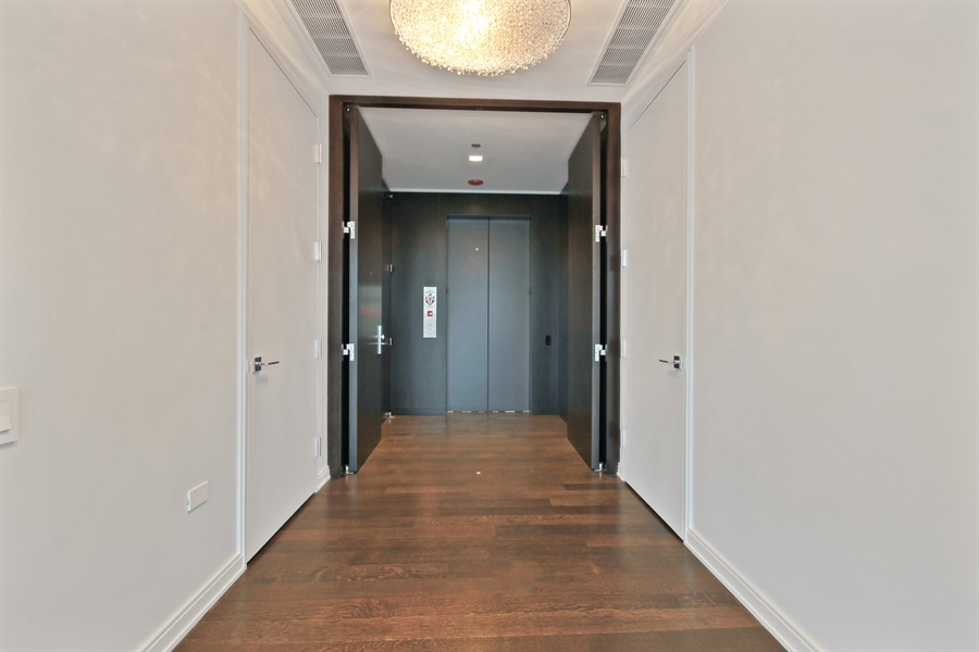 Real Estate Photography - 4 E Elm St, 14N, Chicago, IL, 60611 - Entryway