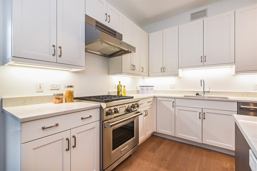 Real Estate Photography - 540 w webster, 313, chicago, IL, 60614 - Kitchen