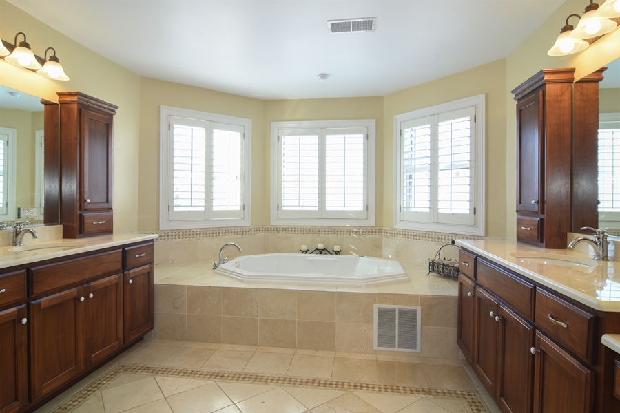 Real Estate Photography - 580 W Ruhl, Palatine, IL, 60074 - Master Bathroom