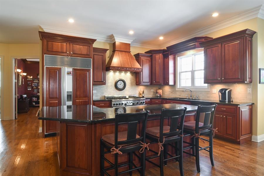 Real Estate Photography - 580 W Ruhl, Palatine, IL, 60074 - Kitchen