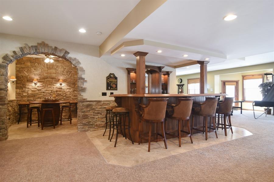 Real Estate Photography - 580 W Ruhl, Palatine, IL, 60074 - Bar