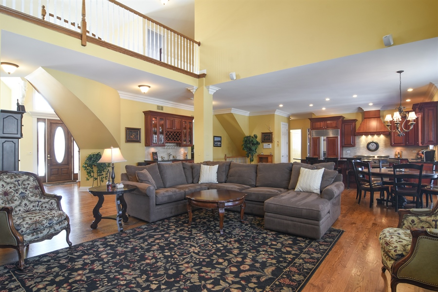 Real Estate Photography - 580 W Ruhl, Palatine, IL, 60074 - Family Room / Kitchen